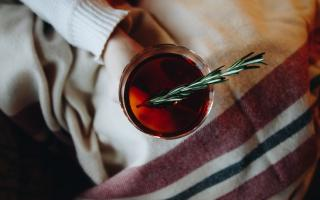 Чай из розмарина: полезные свойства и рецепты приготовления