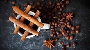 Корица в кофе: полезен ли напиток с добавлением пряности